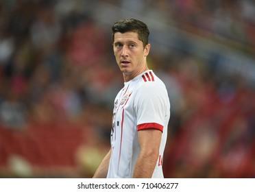 Kallang-SINGAPORE-27jul,2017:Robert lewandowski [w] player of Bayern munich in action during icc 2017 between bayern munich and Fc internazionale at national stadium,singapore