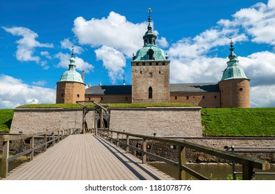 The Kalmar Castle is one of the most significant works of the Northern European Renaissance fortification art, located in the Swedish town of Kalmar and is separated from the Baltic coast by a canal.