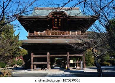 "KAMAKURA CITY, KANAGAWA PREFECTURE, JAPAN - DECEMBER 8th, 2020: An Early-winter View of the Stately ""San-mon"" Gate of ""Kofukusan Kenchou Koukoku Zenji"" Buddhist Temple (""Rinzaishu Kenchouji-ha"" Sect)"