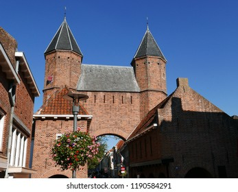 The Kamperbinnenpoort is a city gate in Amersfoort. The country gate on the north side of the city center belongs to the first city wall of Amersfoort.