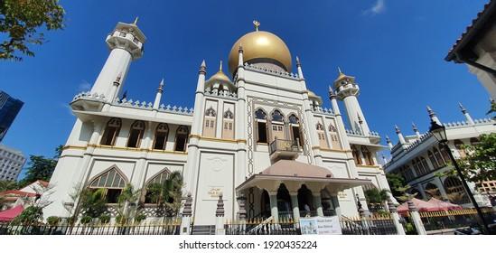 KAMPONG GLAM, SINGAPORE - DECEMBER 27, 2019: Magnificent Sultan Mosque in Kampong Glam, Singapore