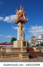 Kampong Thom, Cambodia. 17-12-2018. The monument in Kampong Thom town centre celebrating peace and friendship between Cambodia and Vietnam. Two soldiers and a mother with babe in arms.