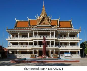 Kampong Thom, Cambodia. 19-12-2018. The new Wat Kampong Thom or Entri Sam Voreak Pagoda, temple complex.