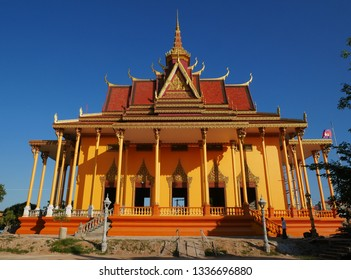 Kampong Thom, Cambodia. 19-12-2018. The stunning new temple of Wat Kampong Thom or Entri Sam Voreak Pagoda, almost complete painted bright orange and gold.