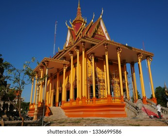 Kampong Thom, Cambodia. 19-12-2018. The stunning new temple of Wat Kampong Thom or Entri Sam Voreak Pagoda, almost complete and coloured bright orange and gold.