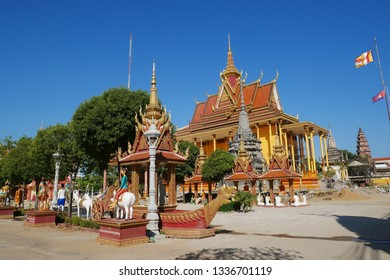 Kampong Thom, Cambodia. 19-12-2018. The stunning new temple of Wat Kampong Thom or Entri Sam Voreak Pagoda, painted bright orange and gold and almost complete.
