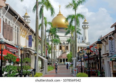 Kampongklam,Singapore-September 3,2017 : Sultan Mosque or Also known as Masjid Sultan, the impressive Sultan Mosque in historic Kampong Glam is the focal point for Singapore's Muslim community.