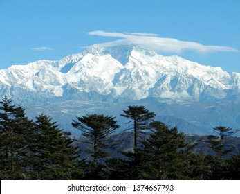 kanchenjunga in a sunny winter morning from sandakphu trekk singalila national park