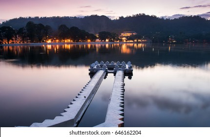 Kandy Lake and the Temple of the Sacred Tooth Relic (Temple of the Tooth, Sri Dalada Maligawa) at dawn, Kandy, Central Province, Sri Lanka, Asia