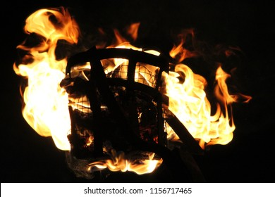 Kandy perahera fire lamp