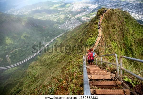 kaneohe-hawaii-mar-2-hikers-600w-1350882