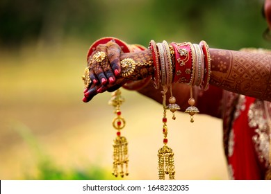 kangan of dulhanKangan Marriage/Wedding Bridal Chura/Dulhan in Red Color Made of Acrylic, Plastic, Fiber is of Top Quality and Thick. The Bridal Chura Set for Wedding in Latest Design and Best Style..