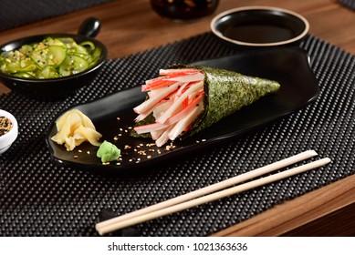 Kani and Mango Sushi Temaki