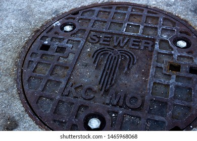 """Kansas City, Missouri - January 1 2016: A sewer depicting a fountain. KCMO is nicknamed the """"City of Fountains."""""""