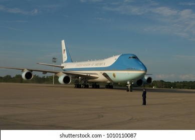 Kansas City Missouri, USA, 29th July, 2014 Air Force One taxis into MCI Airport with President Barak Obama onboard. The President is in Kansas CIty to deliver a speech tomorrow on the economy.