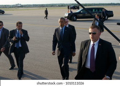 Kansas City Missouri, USA, 29th July, 2014 President Barak Obama greets well wishers from Kansas City after arriving at MCI Airport this evening. The President  is in Kansas CIty to deliver a speech