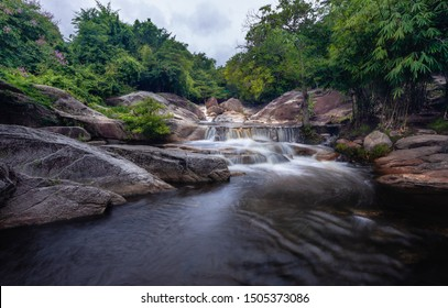Kao Joan Waterfall falling from a high cliff in the middle of the valley, there is water all year round. The amount of water is higher in the upper level. The rock at the waterfall is granite,