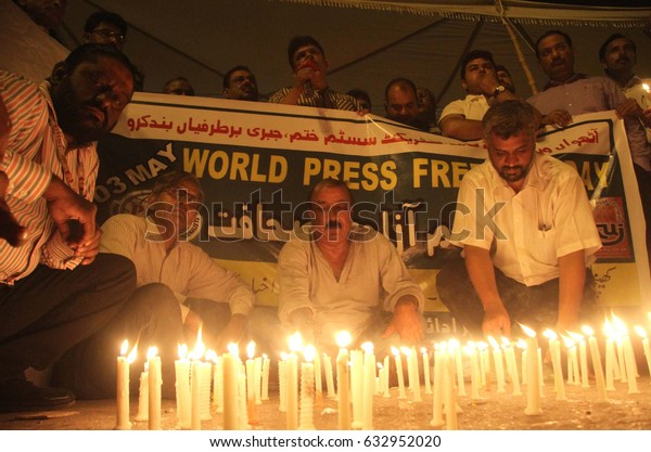 KARACHI, PAKISTAN - MAY 03: Journalists are holding candle light vigil to pay tribute to  slain journalists and media persons, on the occasion of Press Freedom Day on May 03, 2017 in Karachi.