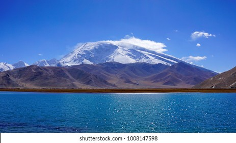 Karakul Lake and Muztagh ATA Peak(7,546 m) in the background, Karakoram Highway (KKH), Kashgar - Tashkurgan, Xinjiang, China