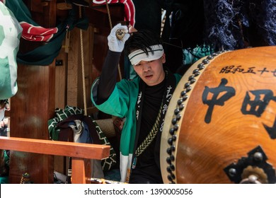 "Karatsu, Japan - may 5, 2019 : young men in traditional costumes playing taiko drum during the parade to celebrate new imperial era ""reiwa"""
