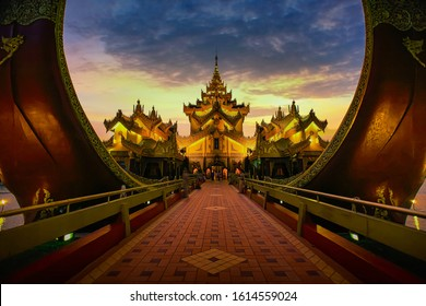 Karaweik palace in Yangon, Myanmar. Karaweik palace is the famous landmark of laxury restaurant that well known to the traveller, located in Yangon Myanmar.