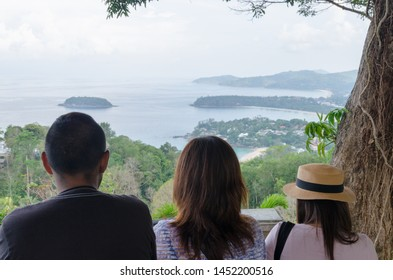 Karon Viewpoint is one of the most frequented viewpoints in Phuket. From here, it is possible to take in views of Kata Noi, Kata Yai and Karon beaches. Located between Nai Harn and Kata Noi beaches,