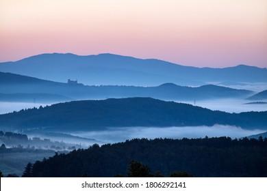 Karpaty - Čachtický hrad - Slovensko - Shutterstock ID 1806292141
