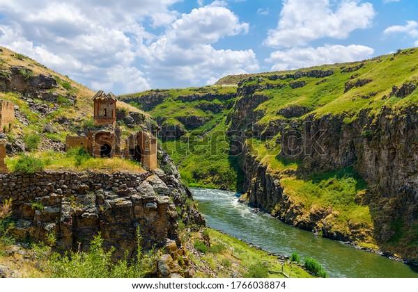 Kars (Turquía), sitio indio de ciudades históricas (primera entrada a Anatolia, la Ruta de la Seda, importante ruta comercial en la Edad Media)