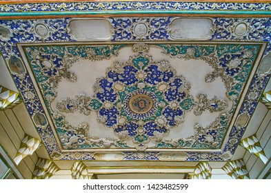 KASHAN, IRAN - OCTOBER 23, 2017: The complexceiling in hall of Borujerdi Historical House with fine plasterwork and painted colorful patterns, on October 23 in Kashan.