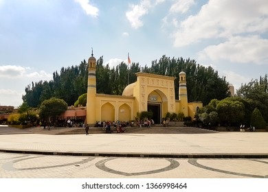 Kashgar, Xinjiang, China: view of Id Kah Mosque, the most famous attractions in Kashgar Ancient Town. Built in 1442, it is the largest mosque in China