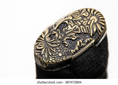 Kashira : butt cap (or pommel) on the end of the Japanese sword handle