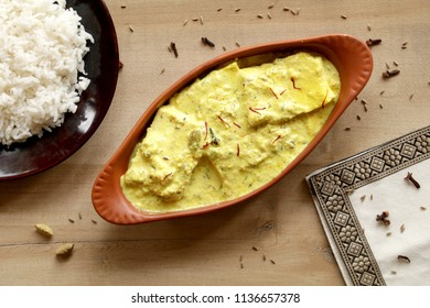 Kashmiri Chaman Kaliyais a creamy cottage cheese delicacy from Kashmiri cuisine. Panner is cooked with a flavoured saffron milk curry and Kashmiri spices.