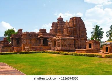 Kasi Visvesvara temple with the Mallikarjuna Temple to the left, Pattadakal temple complex, Pattadakal, Karnataka