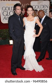 KATE BECKINSALE & husnamd LEN WISEMAN at the 63rd Annual Golden Globe Awards at the Beverly Hilton Hotel. January 16, 2006  Beverly Hills, CA  2006 Paul Smith / Featureflash