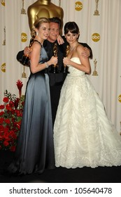 Kate Winslet with Sean Penn and Penelope Cruz in the Press Room at the 81st Annual Academy Awards. Kodak Theatre, Hollywood, CA. 02-22-09