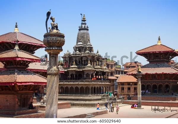 2015年の地震以前のネパール・ラリトプールにある古代パタン・デュルバー広場と古代ヒンドゥー教の寺院。
