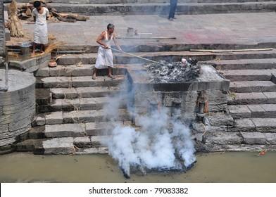 KATHMANDU, NEPAL - MAY 17 : Hindu burning of a body at Pashupatinath temple on may 17, 2011 in Kathmandu, Nepal.