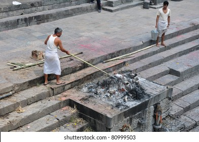 KATHMANDU, NEPAL - MAY 17: Hindu burning of a body at Pashupatinath temple on may 17, 2011 in Kathmandu, Nepal. It is traditional Hindu cremation ceremony.
