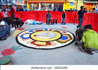 KATHMANDU, NEPAL - NOVEMBER 2 : Nepalese people painting art from sand color for contest of Celebrating Tihar Deepawali festival at thamal market on November 2, 2013 in Kathmandu Nepal.
