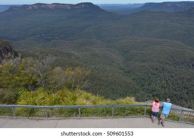 KATOOMBA, AUS - OCT 21 2016:Aerial view of a unrecognisable couple of people looks at Jamison Valley from Echo Point lookout in Katoomba in the Blue Mountains in New South Wales, Australia.