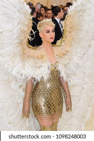 Katy Perry attends the 2018 Metropolitan Museum of Art Costume Institute Benefit Gala on May 7, 2018 at the Metropolitan Museum of Art in New York, New York, USA