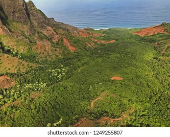 Kauai, Hawaii: Sprawling Napali coast along Pacific Ocean