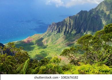 Kauai, Hawaii, USA: Na Pali Coast (Kalalau Lookout at Koke`e State Park)