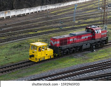 Kaunas, Lithuania. 2019 December 17. Shunter NITEQ 4000-H hybrid locomotive. Battery driven locomotive with a generator for longer service times at the Kaunas train station pull diesel locomotive.