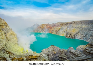 KAWEH IJEN, INDONESIA: Spectacular overview of volcanic crater lake with beautiful blue sky, tourists visible in the distance