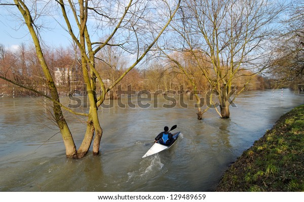 kayaking and floods on Marne river