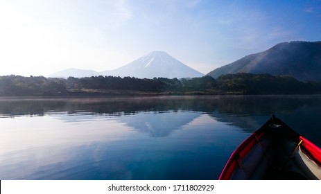 Kayakking at Lake Motosu in Yamanashi.