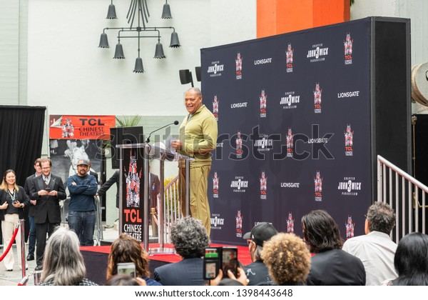 Keanu Reeves. Actor's Handprints and Footprints Cemented on Hollywood Boulevard. Chinese Theater Event, Guests, Celebrities, Halle Berry, Laurence Fishburne.  Hollywood, California, USA, May 14, 2019