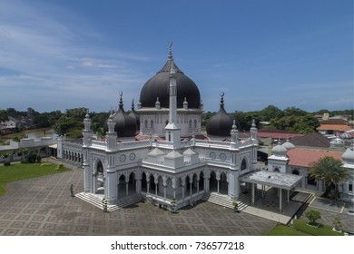 KEDAH, MALAYSIA. September 22, 2017. Zahir Mosque at Alor Setar, Kedah. The architecture style is mix traditional Malay with Indian Mongol influence.
