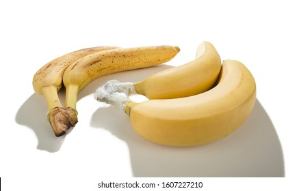 Keep Bananas Fresh Longer by Separating and Wrapping Them